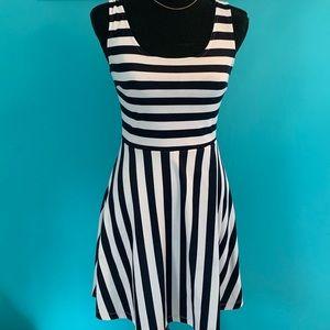 🔥2/$25 H&M Striped dress!